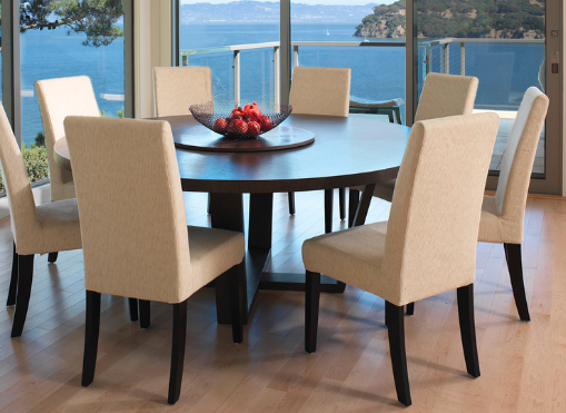 Round dining tables are trendy and space-saving. (By Mahoney Architects and Interiors)