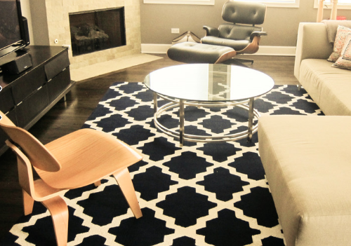 Patterned rugs are eye-catching and fun. (by Gia Lee)