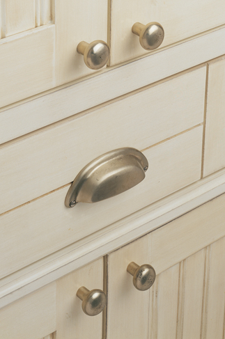 Knobs And Pulls, A Quick And Easy Kitchen Makeover