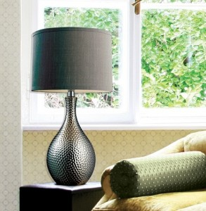 Charmant HGTV Ceramic Table Lamp With Gray Shade