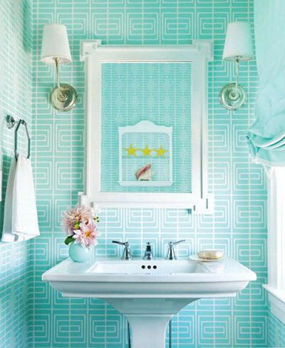 Turquoise bathroom design modernizing a retro decor for Aqua colored bathroom accessories