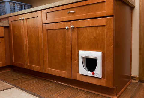 Clever ways to conceal you cat 39 s litter box for Bad smell in kitchen cabinets