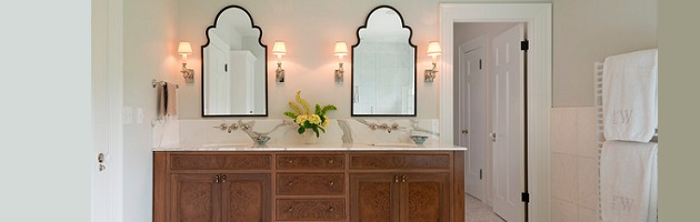 pros and cons of using decorative mirrors in the bathroom