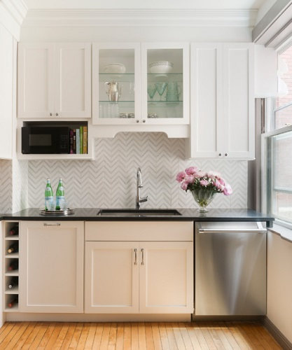 Graphic prints and patterns are replacing traditional colored backsplashes as a way to liven up a white kitchen (by Pinney Designs)